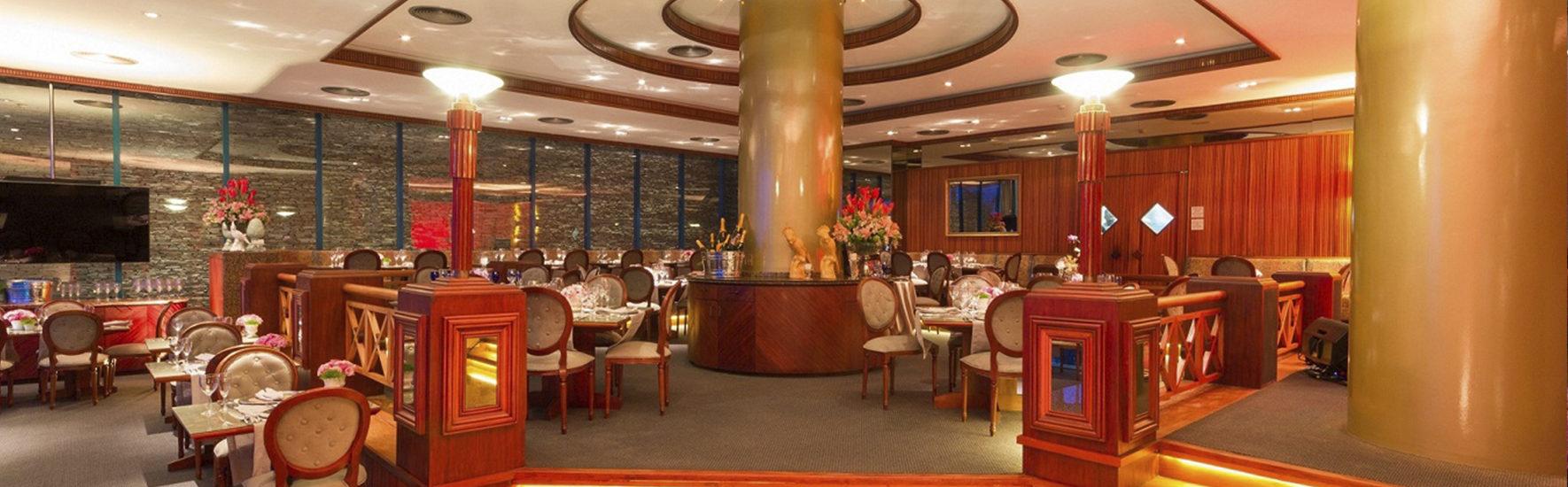 O restaurante Mirage, no Atlante Plaza Hotel, preparou uma noite inesquecível com programação musical e cardápio especial