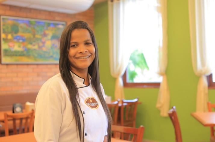 A cozinheira responsável pelas delícias da Vó Zefinha