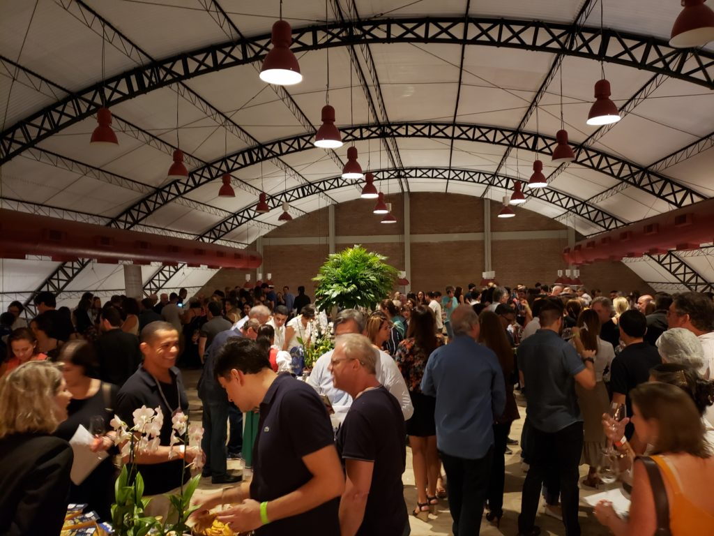 """O Festival ainda conta com degustação de produtos como queijos, azeites e embutidos, entre outros. Também haverá uma grande """"queima"""" de preços dos vinhos em exposição."""