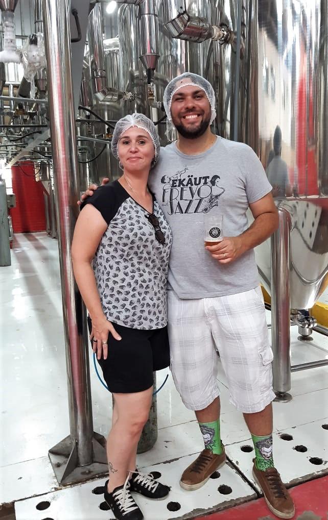 Taciana e o líder em Experiências Cervejeiras da Ekaut - Raphael Vasconcelos