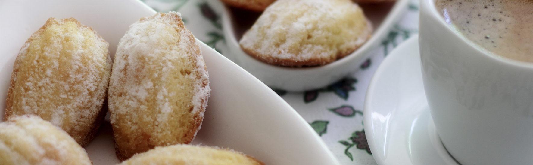Aprenda a fazer a receita de Madeleine, famoso bolinho francês de limão
