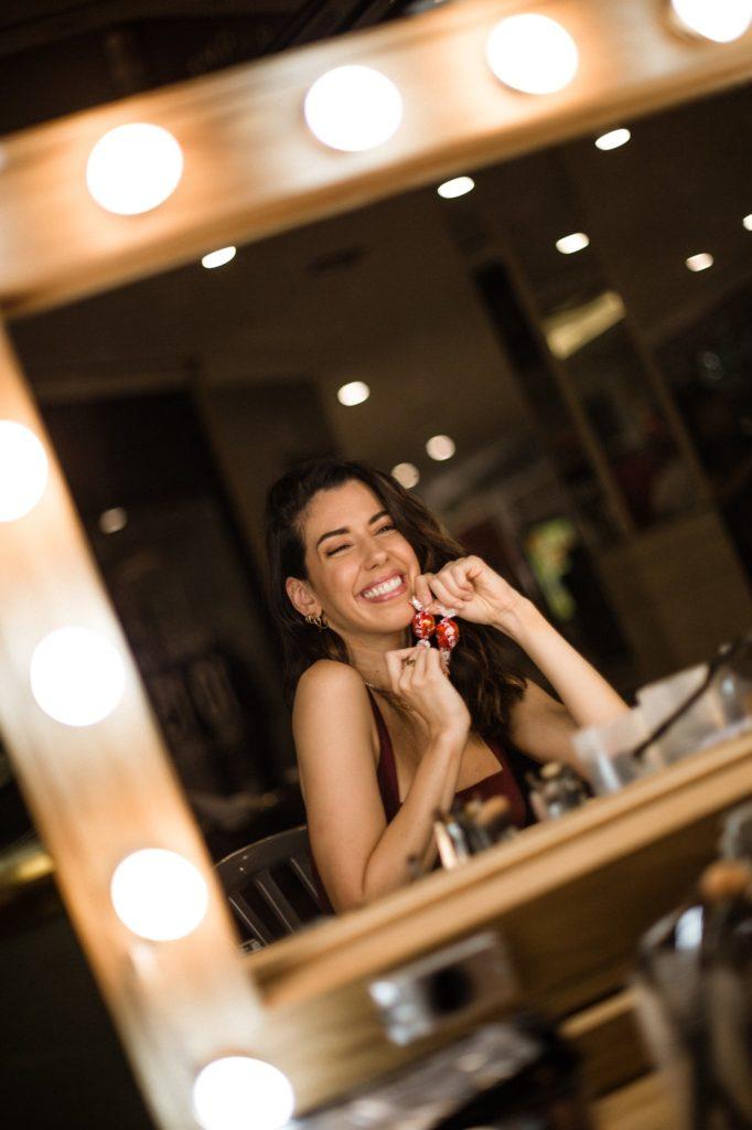 Camila Coutinho estrela campanha do Lindor - chocolate da Lindt