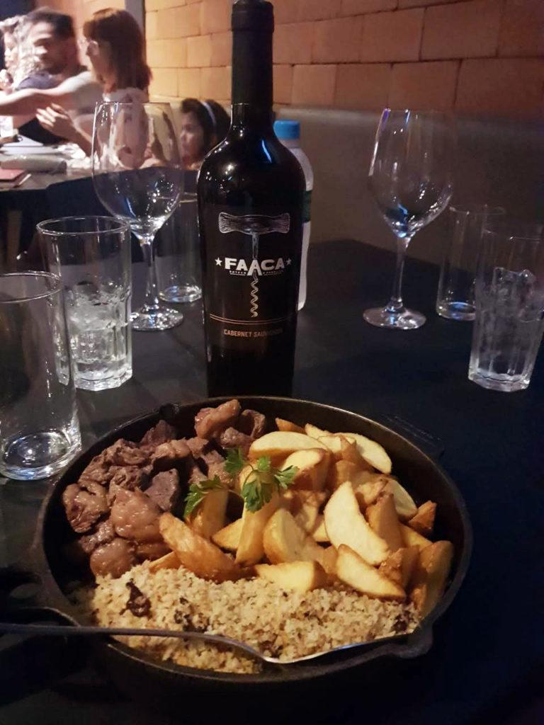 Tradicionalíssima Picanha Faaca Acompanhada com o vinho Faaca tinto