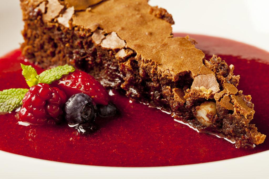Receita Bolo cremoso de Chocolate com sopa de frutas vermelhas